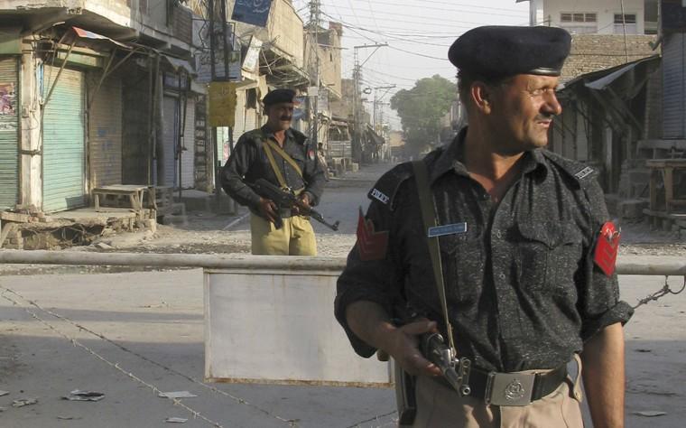 Image: Pakistani policemen