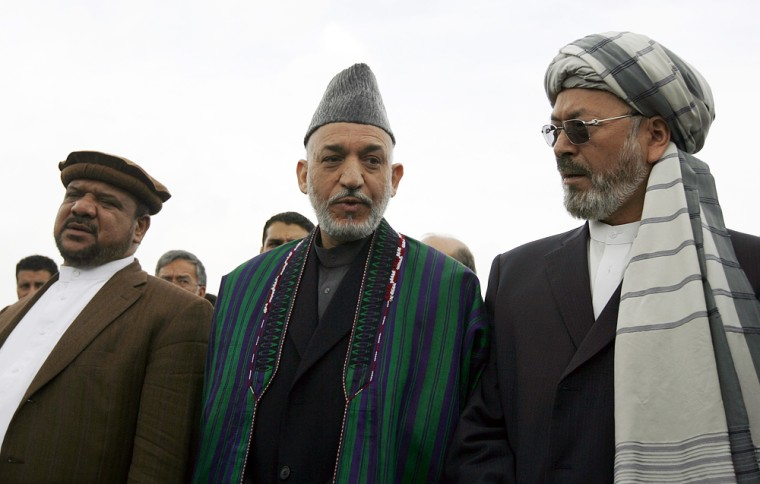 Image: Afghan President Hamid Karzai stands between his running mates