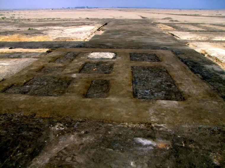 Image: Mud brick foundation