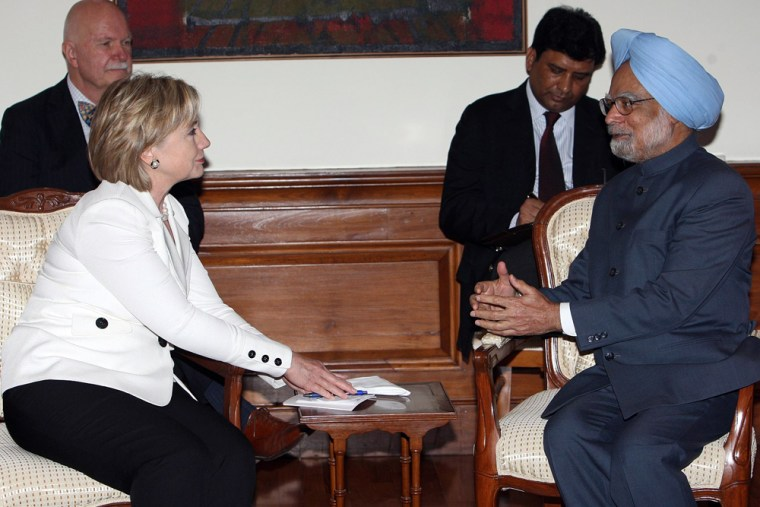 Image: Visiting U.S. Secretary of State Hillary Clinton in a meeting with Indian prime minister Manmohan Singh