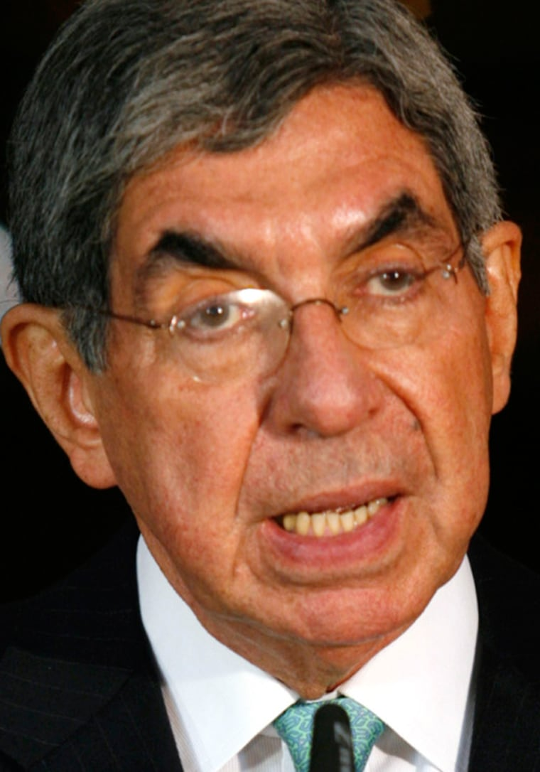 Image: File picture shows Costa Rica's President Arias talking about negotiations in San Jose