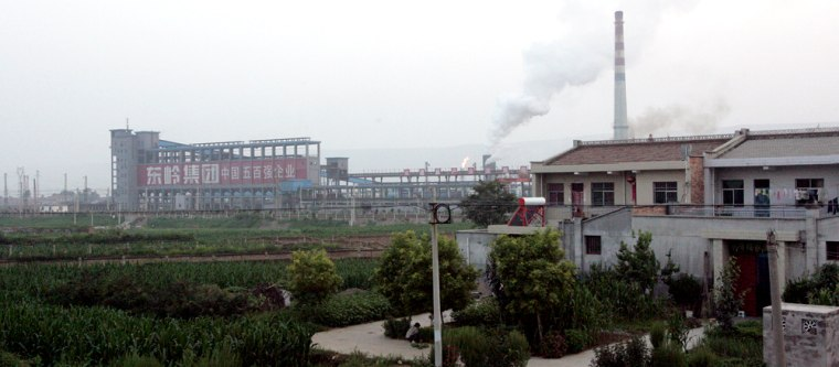 Image: Dongling Lead and Zinc Smelting Co. near a residential area.