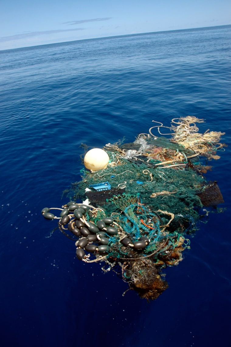 Image: Garbage floating in the Pacific ocean