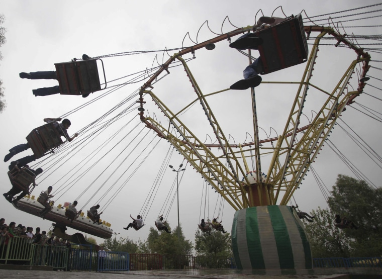 Image: Iraqis enjoy the first day of Eid