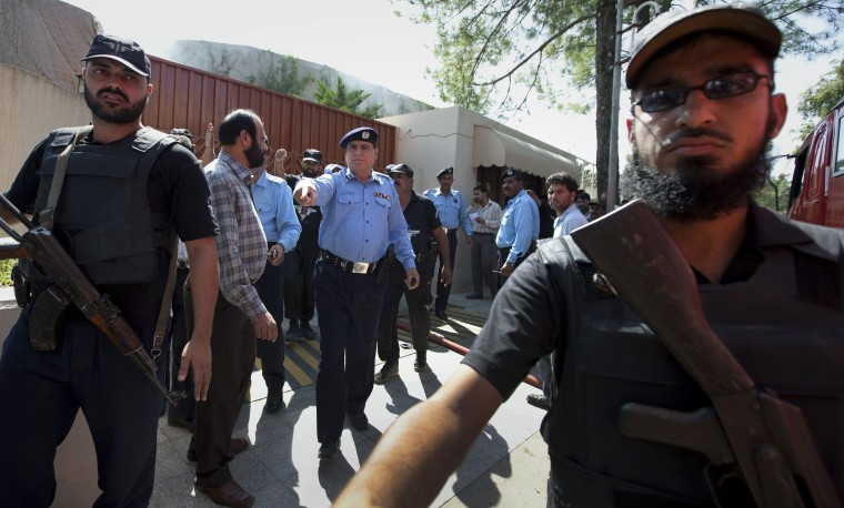 Image: Security forces stand guard outside the U.N. WFP offices in Islamabad, after a suicide bomber struck inside the compound
