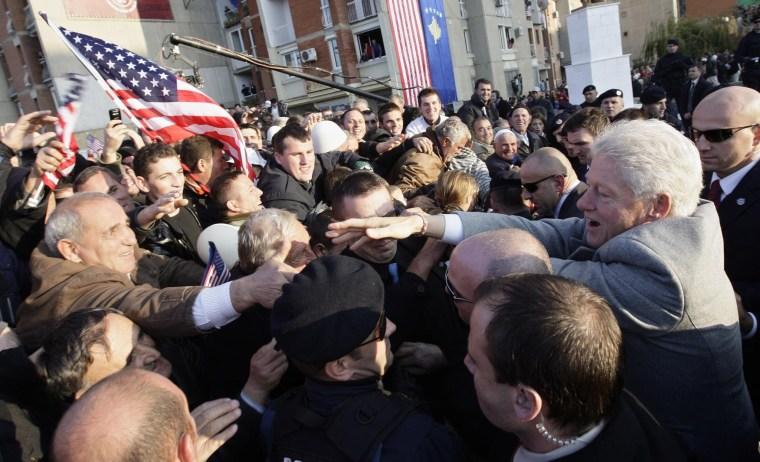 Image: Former US President Bill Clinton visits Pristina