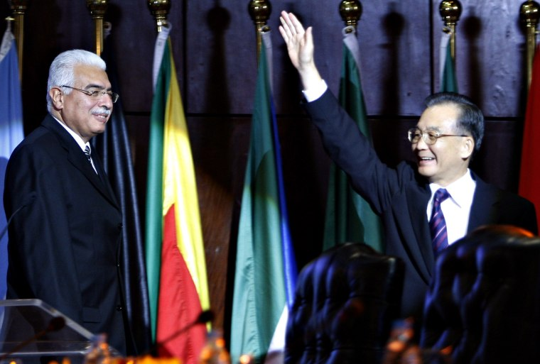 Image: Chinese Premier Wen Jiabao waves beside Egypt's Prime Minister Ahmed Nazif before a session of the 4th Ministerial Conference of the Sino-African Forum in Sharm El-Sheikh