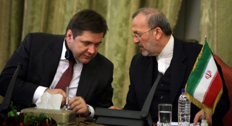 Image: Iran's FM Mottaki speaks with Russia's Energy Minister Shmatko during a meeting in Tehran