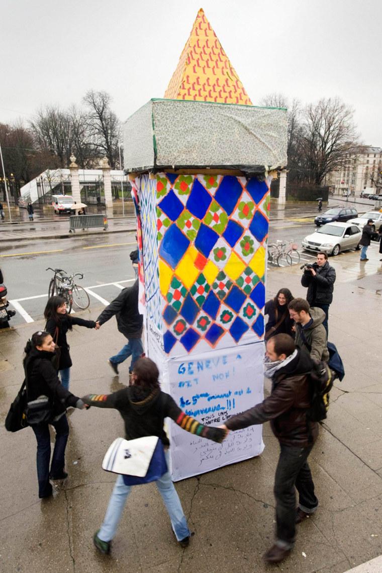 Image:Protestors surround a symbolic minaret