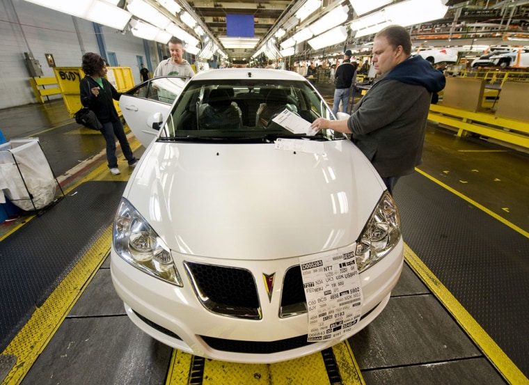 Image: 2010 Pontiac G6 sedans move down the line at General Motors Orion Assembly