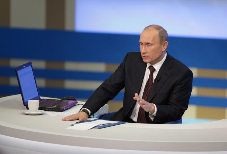 Image: RUSSIA-POLITICS-PUTIN-PHONE-IN