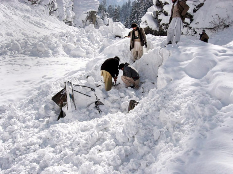 Image: Avalanche killed dozens in northern Afghanistan
