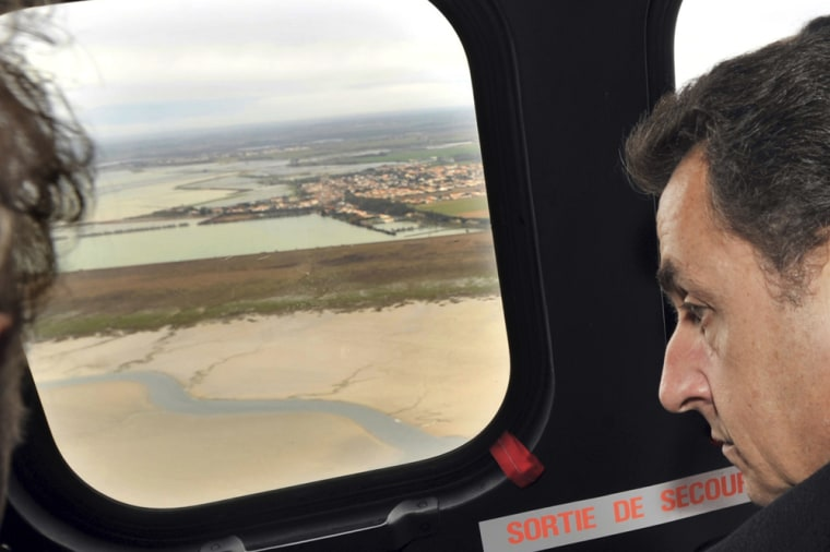 Image: France's President Sarkozy flies aboard an helicopter
