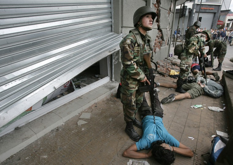 Image: Chilean soldiers arrest and restrain alleged looters