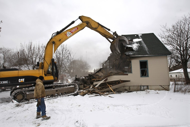 Image: Detroit house demolished