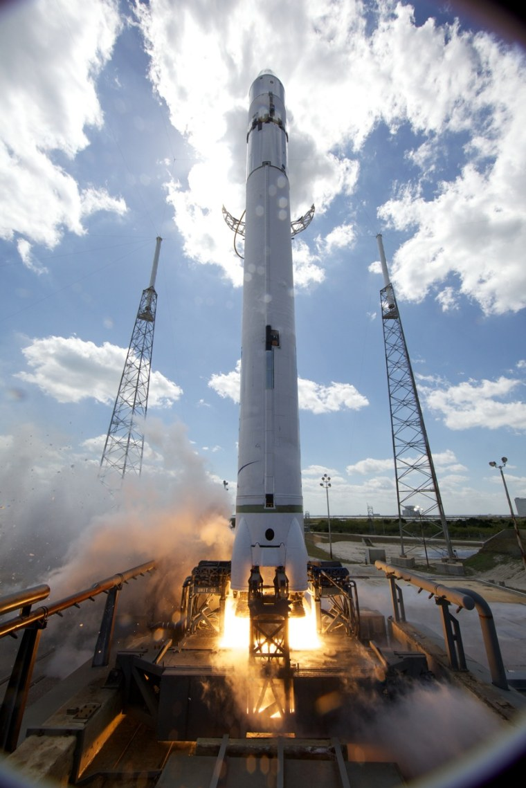 Image: Falcon 9 hot-fire test