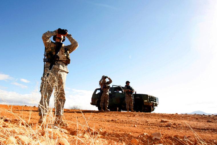 Image: National Guard patrols border