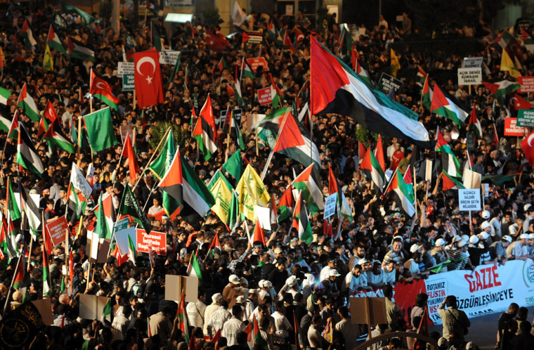 Image: Thousands of demonstrators gather on Taksim Square during a protest against Israel