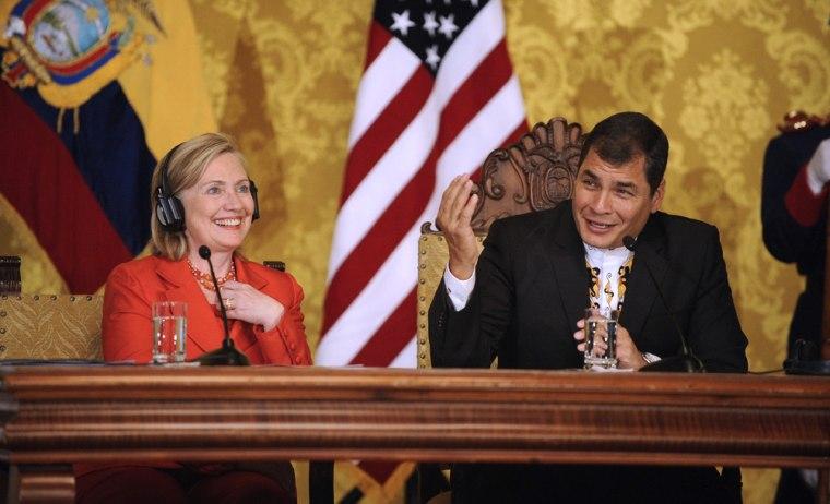 Image: Ecuadorean President Rafael Correa (R) and US Secretary of State Hillary Clinton