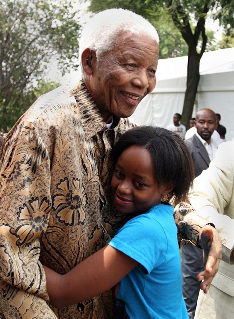 Image: Nelson Mandela hugging his great grandaughter Zenani Mandela