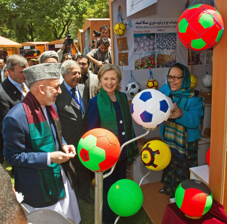 Image: Hillary Clinton and Hamid Karzai in Kabul