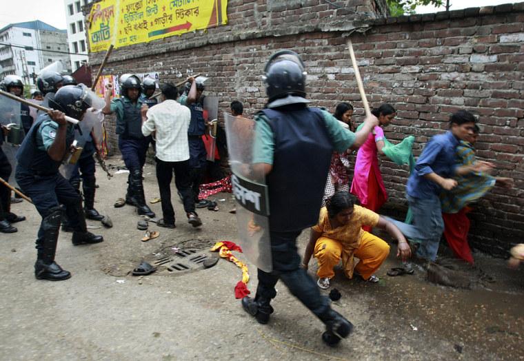 Image: Protesters in Dhaka, Bangladesh