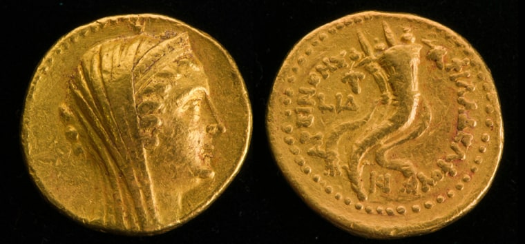 Image: A rare 2200-year-old gold coin that was uncovered in the excavations at Tell Kedesh, near the Lebanese border