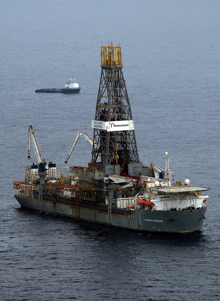 Image: Vessels work at the site of the Deepwater Horizon accident