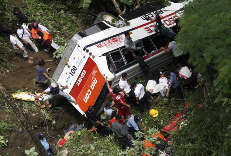 Image: Bus crash in the Philippines