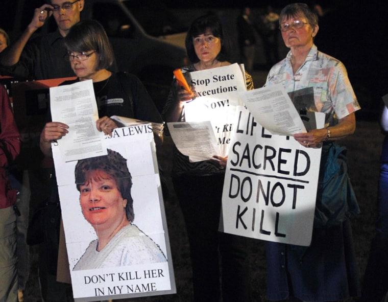 Image: Death penalty protestors