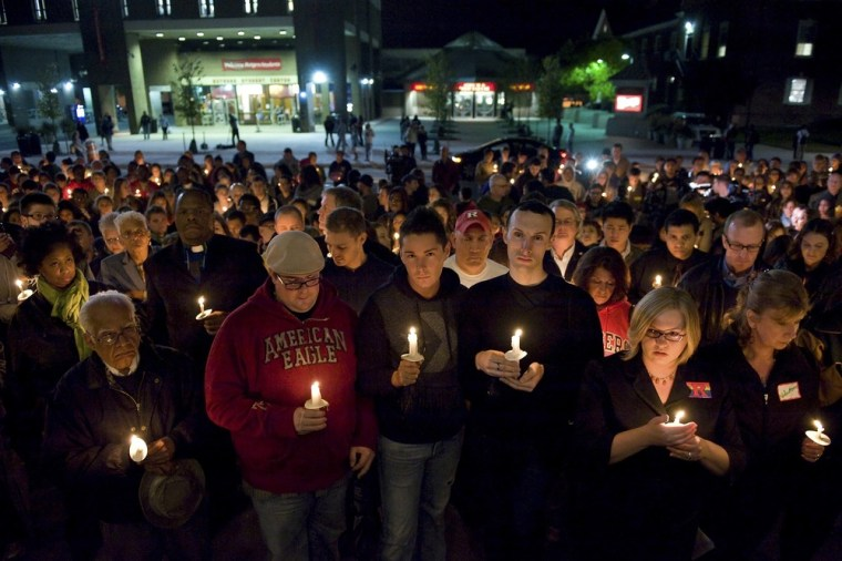 Image: Candlelight vigil for Rutgers University freshman Tyler Clementi