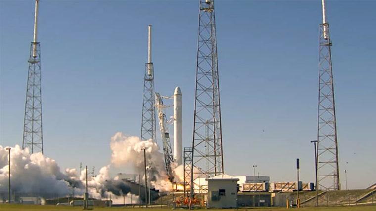 Image: Test fire of Falcon 9 rocket
