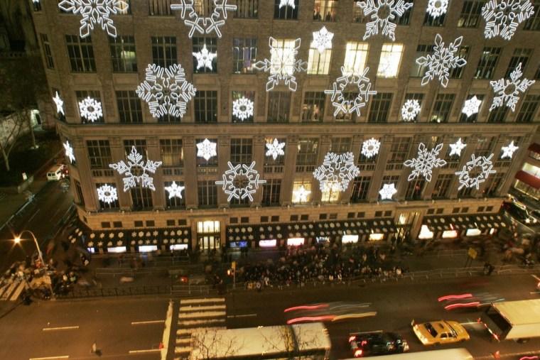 Image: Saks Fifth Avenue building