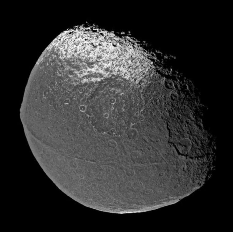 Image: Cassini shot of Saturn's moon Iapetus