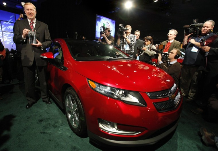 Image: GM Vice Chairman of Global Product Operations Stephens accepts North American Car of the Year Award for Chevrolet Volt in Detroit