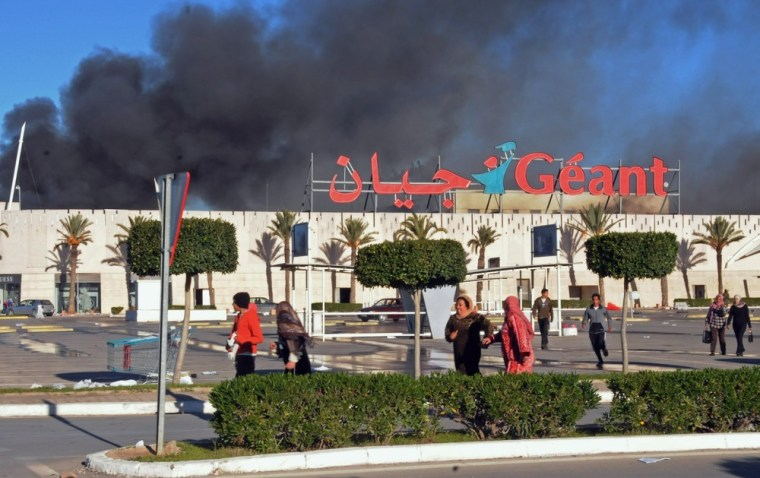 Image: Blazing supermarket in Birzerte, Tunisia