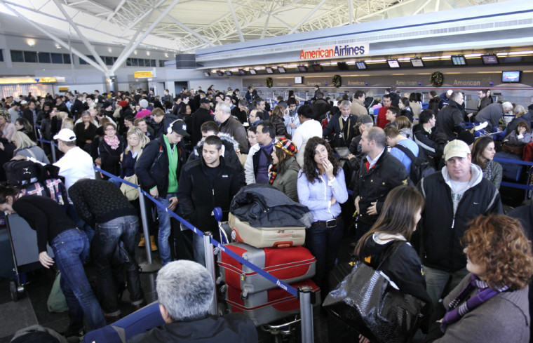 Image: Air travelers wait in line