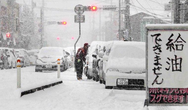 Image: gasoline line in Tokyo