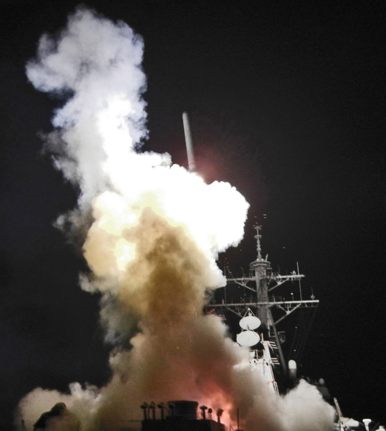 Image: Arleigh Burke-class guided-missile destroyer USS Barry (DDG 52) launches a Tomahawk missile