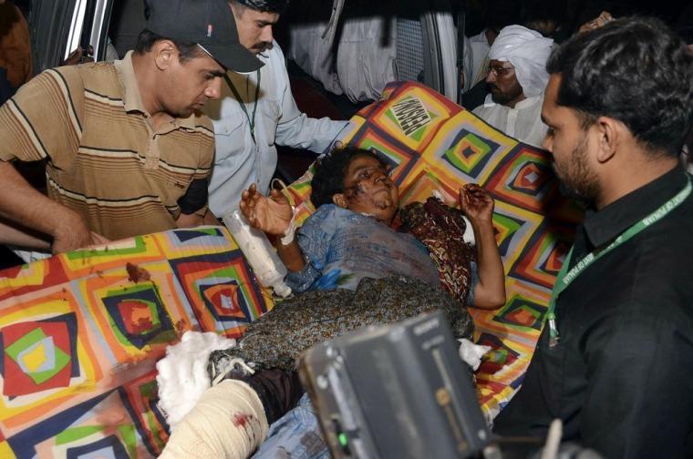 Image: Pakistani volunteers evacuate an injured