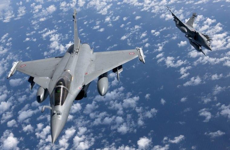Image: Rafale fighter jets in flight