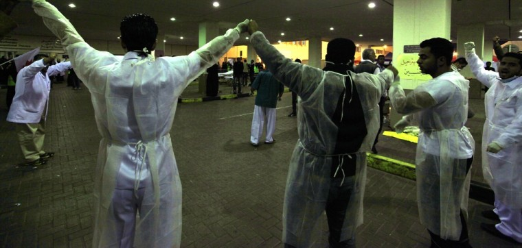 Image: Doctors form a human chain at Salmaniya Hospital fearing an attack by riot police in Manama
