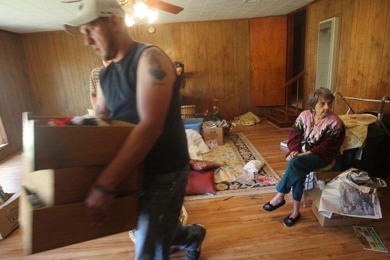 Image: Preparing for flodds in Krotz Springs, La.