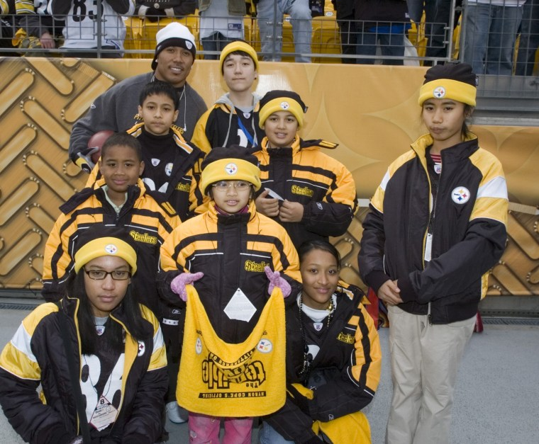 Image: Hines Ward with biracial children from South Korea