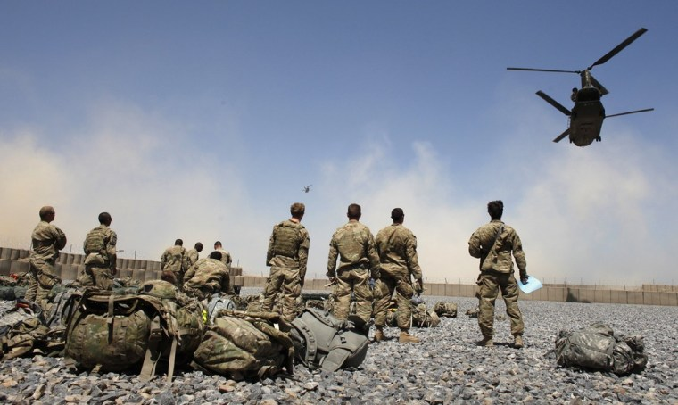Image: U.S. Army soldiers from the 1-320 Field Artillery Regiment, 101st Airborne Division,