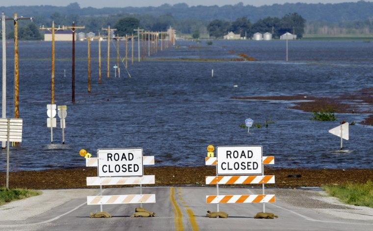 Image:Flood waters rise in Hamburg, Iowa