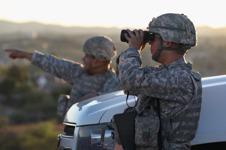 Image: Arizona National Guard monitors US - Mexico border