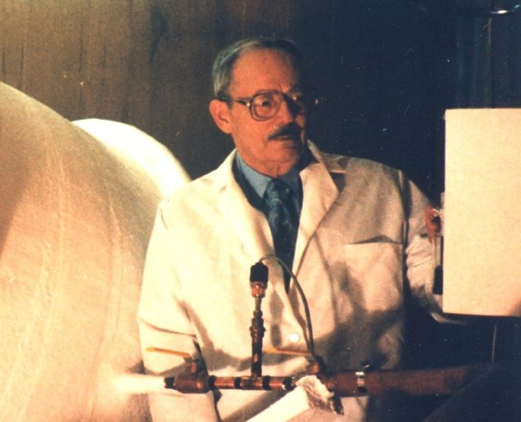 Image: Ettinger with cryostat