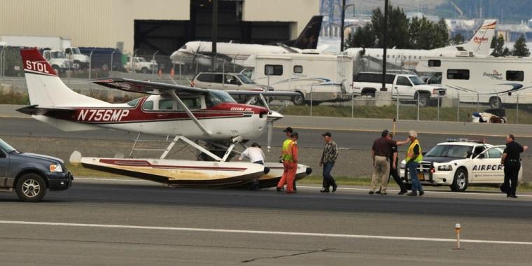 Image: Float plane after emergency landing