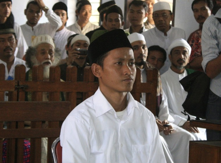 Image: Dani bin Misra, one of the suspects in the brutal lynching of three Ahmadiyah sect members in February, sits on the defendant's chair during his sentencing